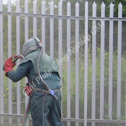 phun cát làm sạch hàng rào
